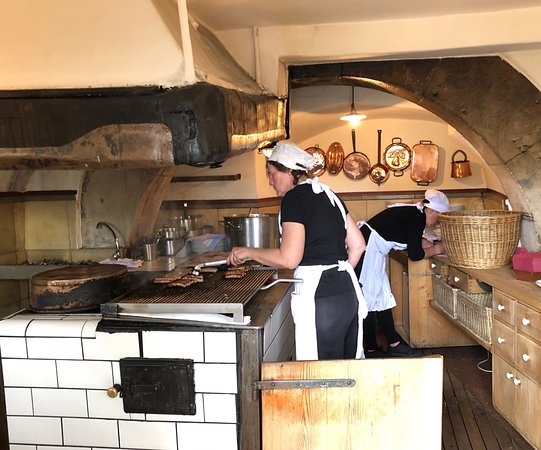This little kitchen cooks thousands of wursts every day