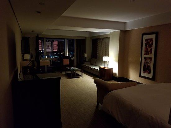 Very noisy rooms