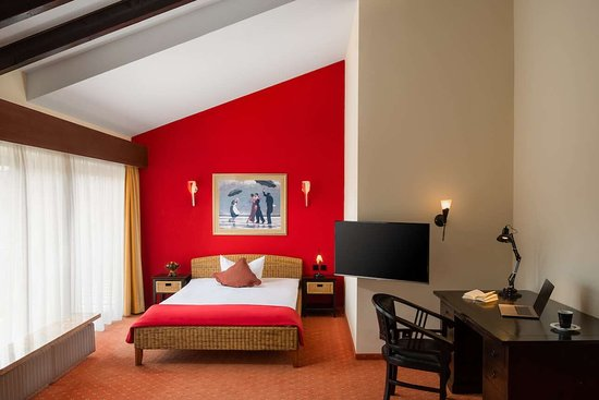 Hetzel Hotel Stuttgart Wangen Zimmer Studio Bett Schreibtisch