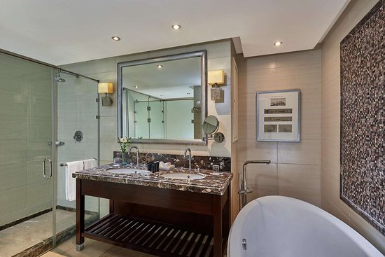 Steigenberger Pyramids Cairo - Grand Deluxe Suite bathroom