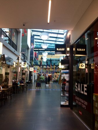 Wall Street Mall: Shoppers haven
