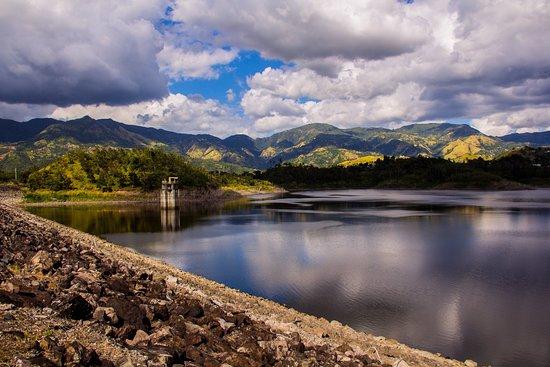 Lago Toa Vaca en Villalba PR foto by Villa Del Monte PR
