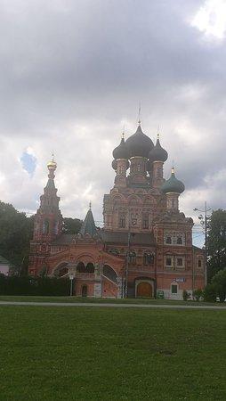 Храм Троицы Живоначальной в Останкино, май