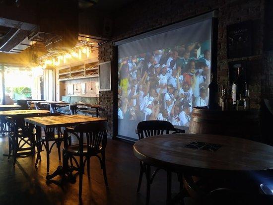 Ресторан 47: Projector Screens