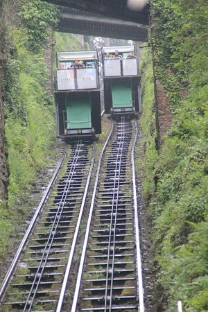 Lynton and Lynmouth Cliff Railway: passing