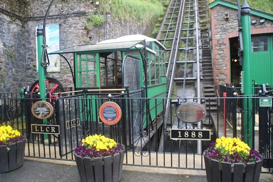 Lynton and Lynmouth Cliff Railway: down