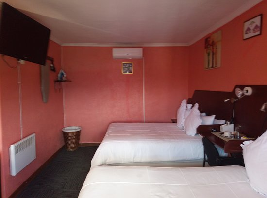 Thaba-Tseka District, Lesotho: Friends need to try, there are rooms for two at Motherland Guest House.