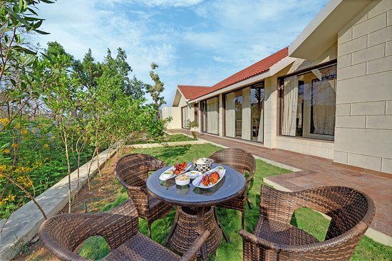 The Fern Sattva Resort Polo Forest: Private Lawn Hazel Suite