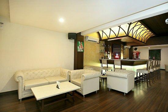 OYO 12989 White Diamond Hotel Photo