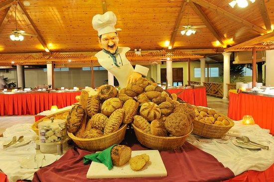 Sun Island Resort and Spa: Maaniya - Main buffet restaurant