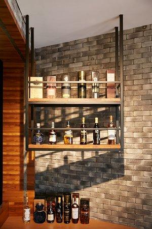Hsinchu, Taiwán: 在櫃台設置一個酒櫃,在結帳時,如果有喜歡品酒的客人,也會順手購買一瓶走唷
