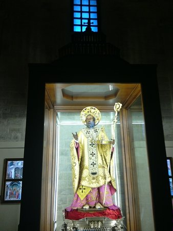 The statue of San Nicola di Bari in the Basilica.