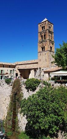 Moustiers Sainte-Marie, Frankrike: Eglise Notre Dame de L'Assomption