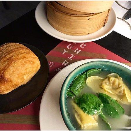 Out of China: sopa de wonton