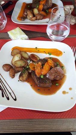 Pouance, Francúzsko: Petite pause déjeuner improvisée, nous avons été très bien accueilli, la déco est sympa et le Chef propose des plats excellents et maison 😍