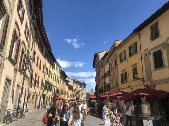 Pisan maakunta, Italia: Lavender - Scooter Monkey - Stazione Pisa Centrale.