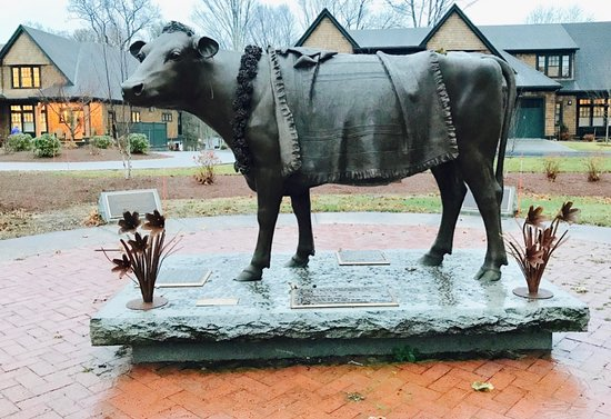 ‪‪Sherborn‬, ماساتشوستس: Emily the cow is buried on the grounds of the Sacred Cow Animal Rights Memorial.‬