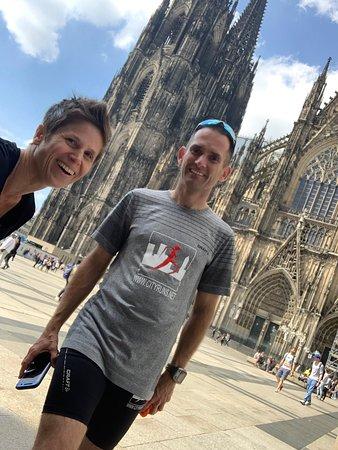Devant la cathédrale, un des nombreux monuments rencontrés