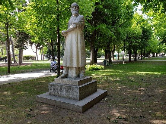 Denkmal Theodor Billroth: Great statue