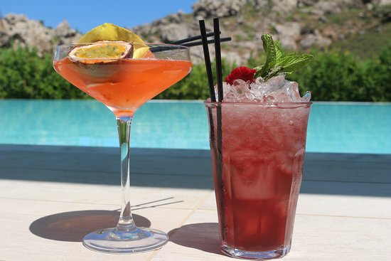 Casa Cook Rhodes: Drinks at poolside