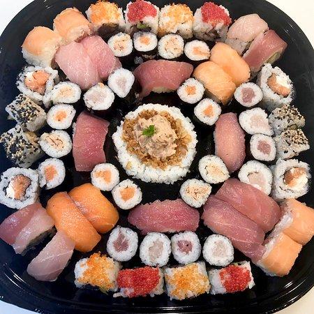 Chicco Sushi Experience: Vaschettone 🍱🔝 @chiccosushiexperience @gruppoarenadecò  Venite a gustare il nostro sushi e scegliete voi cosa e come comporre la propria vaschetta! 🍱🍣 #chiccosushiexperience #sushicatania #catania #ognina #SuperstoreDecò #ilovesushi #sushilover #sushimania #sushitime #sushilove #sushi🍣