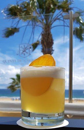 A melhor vista e os melhores cocktails da Praia da Rocha num ambiente único.