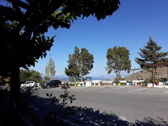 Blick vom Laden über die Straße...