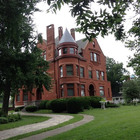 Howard Steamboat Museum & Mansion: The 1890's Howard Family Mansion is the home to the Howard Steamboat Museum.