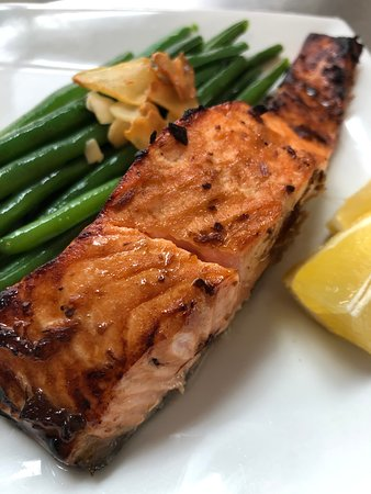 Beacon Pantry: Prepared food case: roast salmon with green beans