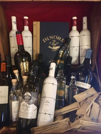 Dinoris Fish Restaurant: Collection of vines