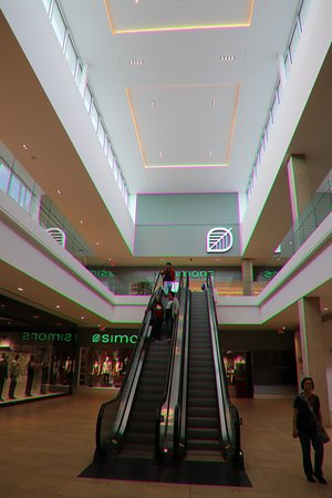 Londonderry Mall: Mechanical elevators