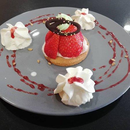Tartelette aux fraises sur fond breton