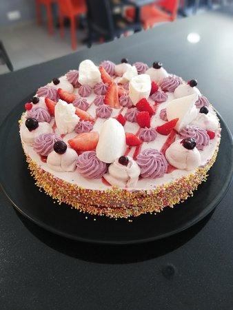 Gâteau d'anniversaire fruit rouge.