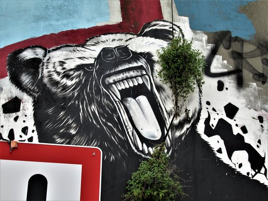 "Fresque ""Ours rugissant"""