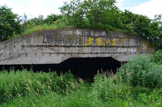 Abashiri-gun, ญี่ปุ่น: ゼロ戦の格納庫だったのか??? 防空壕か 場所女満別空港から、町に向かって 車で約5分程度、農家の脇にあります。