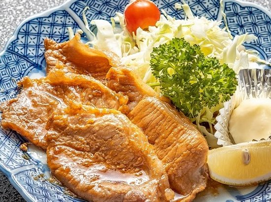 瑞穂野もち豚を使用 肉質が柔らかく、甘みがある脂が特徴です。 特性生姜焼きだれで食が進みます。