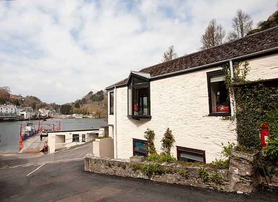 Bodinnick, UK: View of Tabs Cottage from the outside.