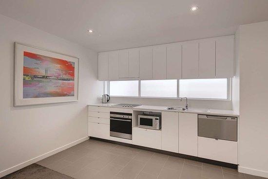 travelodge hotel docklands melbourne two bedroom apartment kitchen