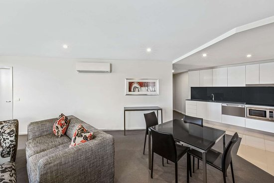 adina serviced apartments canberra dickson premier one bedroom lounge room