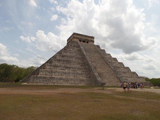 Tinum, Mexico: pyramid