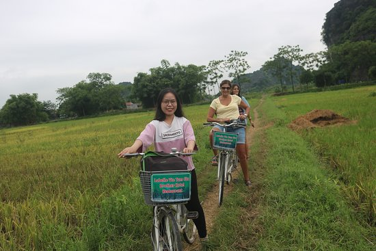 Luxury Ninh Binh - Small Group Only 7 People: cycling throuth rice paddies fields