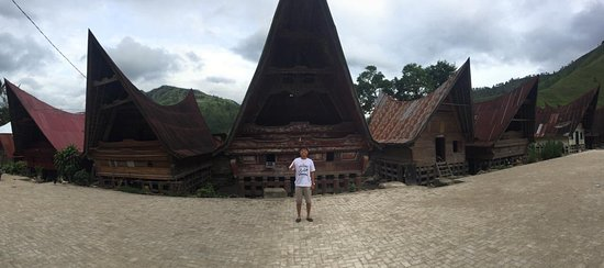 Samosir Island, Indonesia: Kampung Sagala.. Disini ada mata air yang di namakan Aek Bulu Gading, dijadikan tempat pemandian dan sumber air bersih warga Desa.. Airnya jernih, bersih, dingin dan segar..