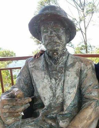 Haputale, Sri Lanka: Statue of the Lipton