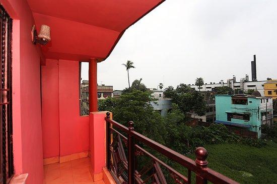 Balcony - Picture of OYO 13568 Debalay Guest House, Kolkata (Calcutta) - Tripadvisor