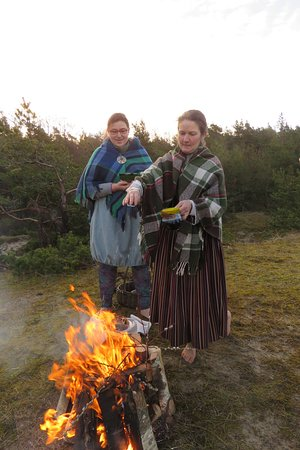 Ziemupe, Łotwa: We are celebrating Latvian traditional celebration, like Midsummer, solstice.