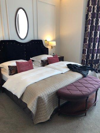 Excelsior Hotel Ernst: Comfortable bed