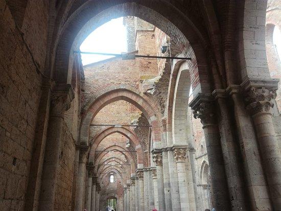 Dall'interno dell'abbazia...