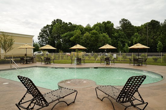 Holiday Inn Richmond South - City Gateway: Pool