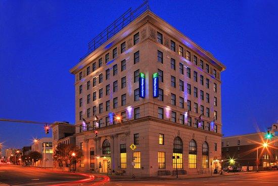 Holiday Inn Express Baltimore-Downtown: Exterior