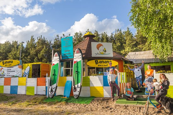Chalupy, โปแลนด์: Front of our Kiteboarding Center with crew and friends.